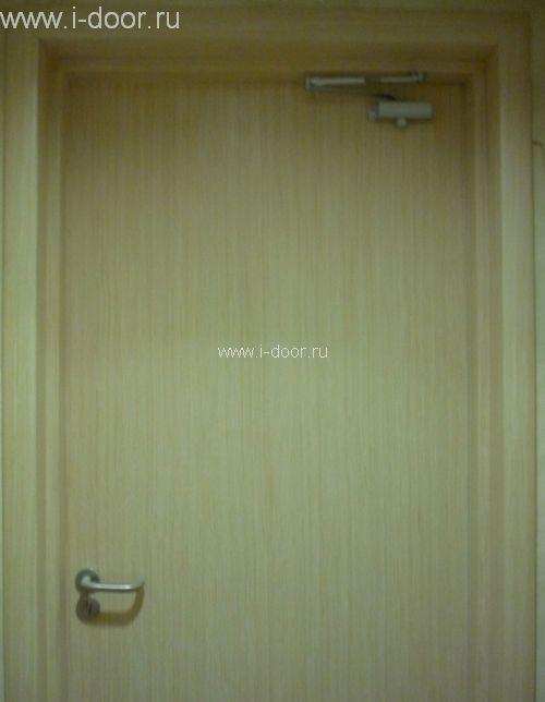 Монтаж деревянной двери с доводчиком